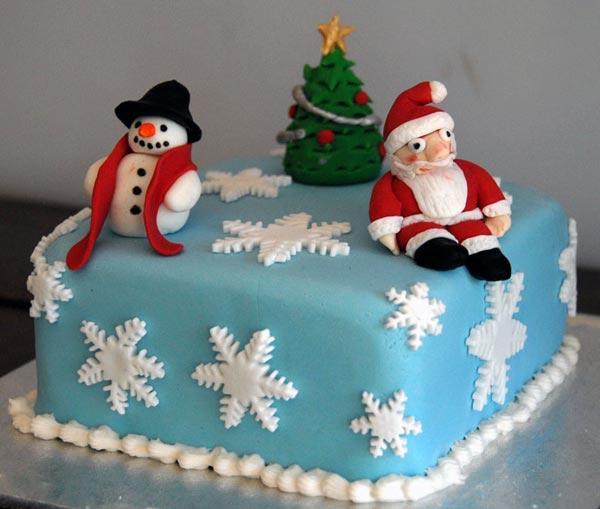 Торт на Новый год украшенный мастикой