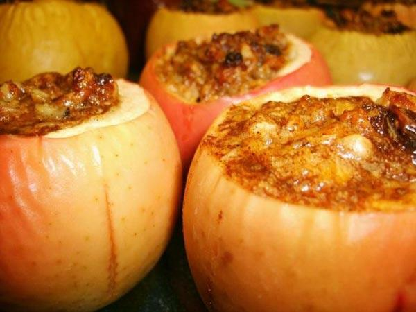 Горячие десерты дома - запеченные в духовке яблоки