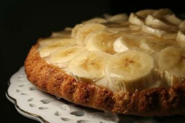 Пирог с бананами сверху