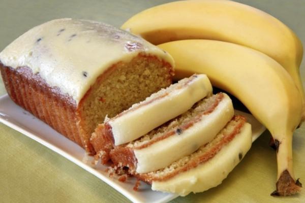 Кекс в глазури с бананами