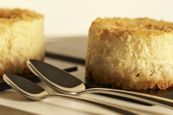Творожное пирожное с бананом
