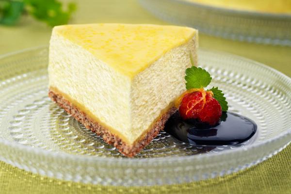 Бисквитный торт с фруктом