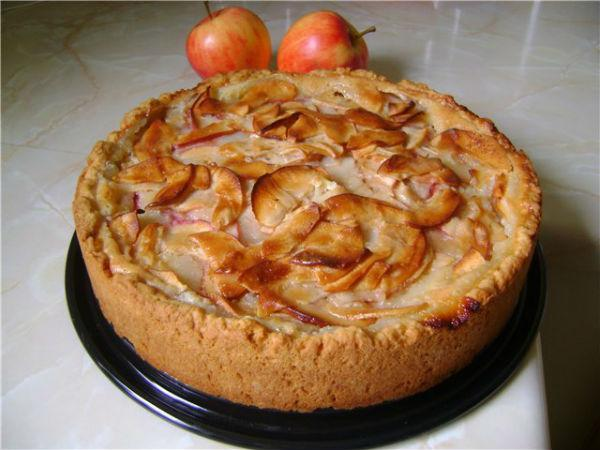 Целый пирог с яблоками цветаевский