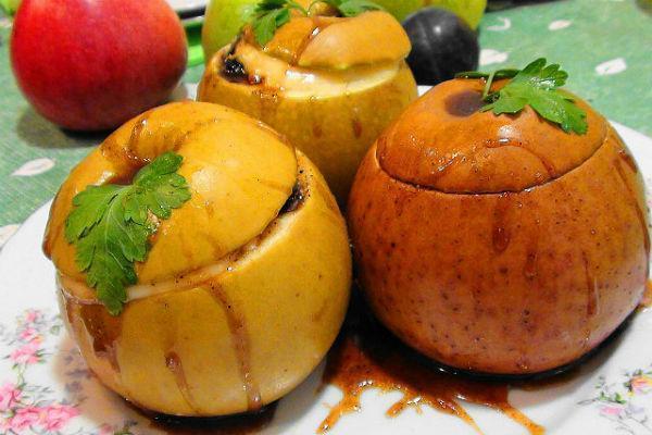 Яблоки в духовке с начинкой
