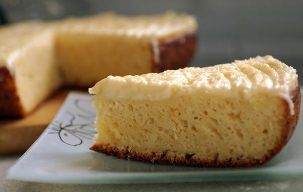 Кекс с бананами и кремом, приготовленный в мультиварке - это очень очень вкусно и полезно.