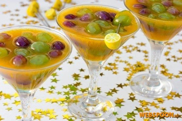 Десерт - виноград в желе из йогурта