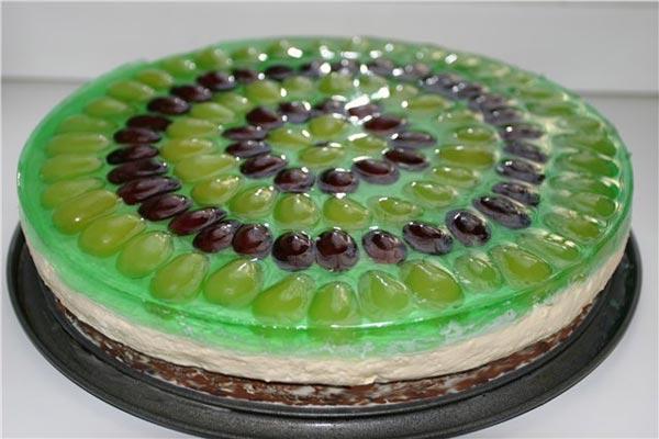 Торт с виноградом и желе