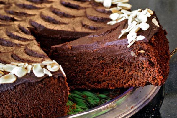Кусочек шоколадно-бананового торта