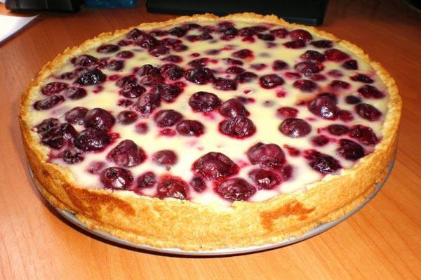 Рецепт творожного пирога с вишней для мультиварки.