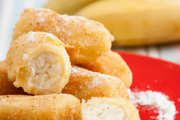 Банан в кляре с сахарной пудрой