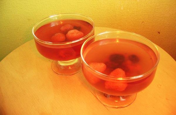 Ягодное желе в домашних условиях - фото желе с клубникой и смородиной