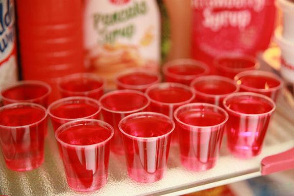 Красное алкогольное желе