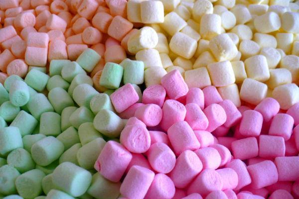 Разноцветное маршмеллоу.
