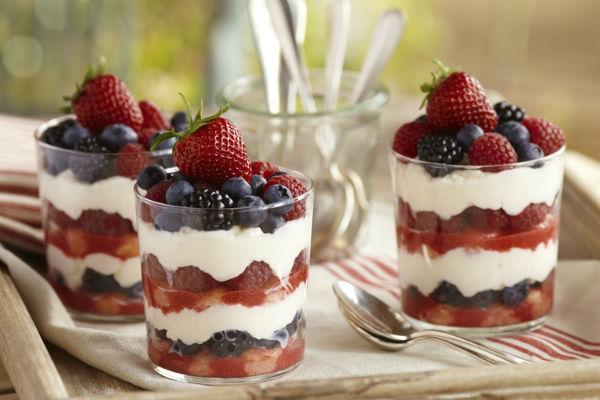 Десерт из маскарпоне с ягодами