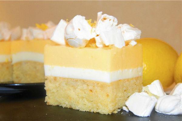 Лимонное пирожное с безе