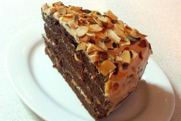 Шоколадно-миндальное пирожное