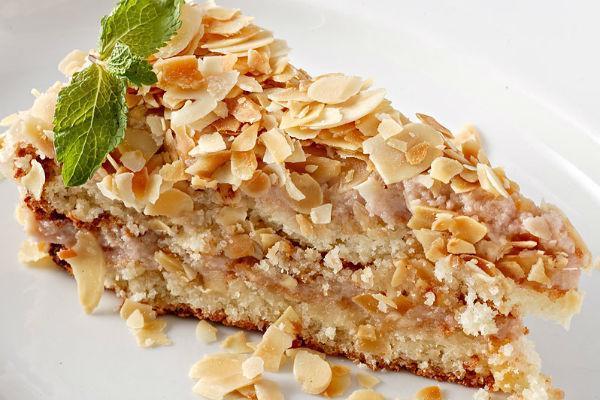 Пирожное с миндалем
