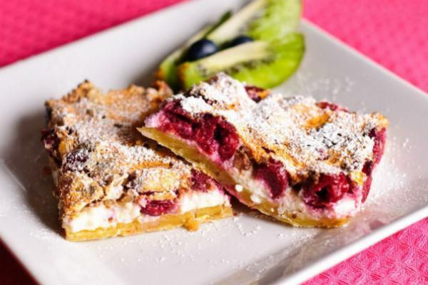 Быстрый десерт из творога и ягод