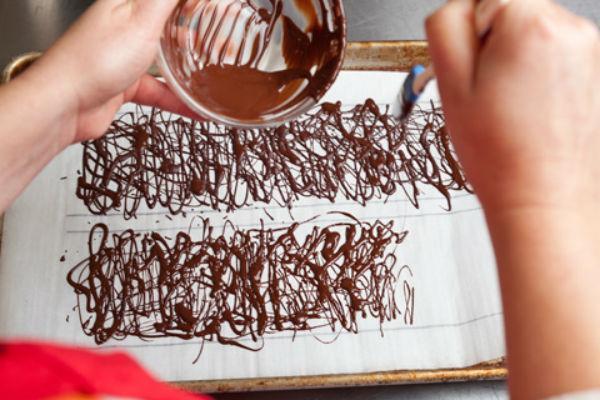 Украшение торта шоколадом 2