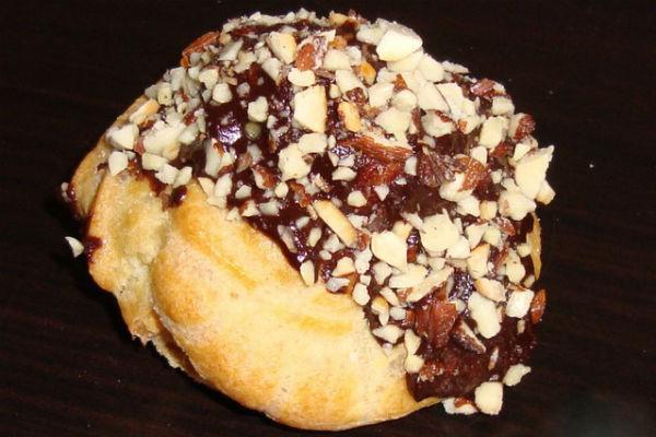 Пирожное Орешек в шоколаде