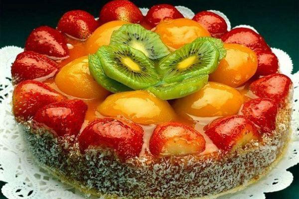 Как украсить торт фруктами 4