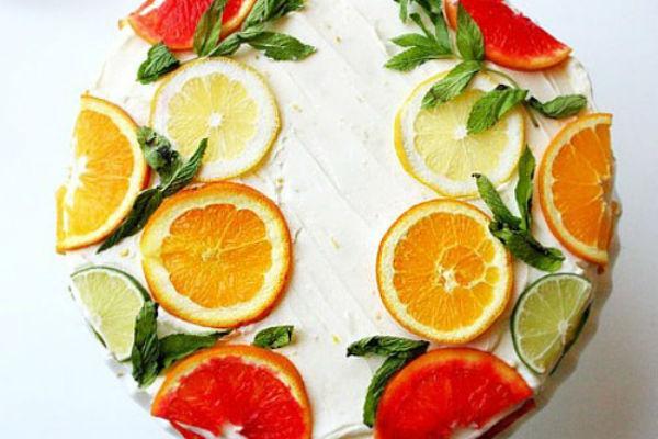 Как украсить торт фруктами 5