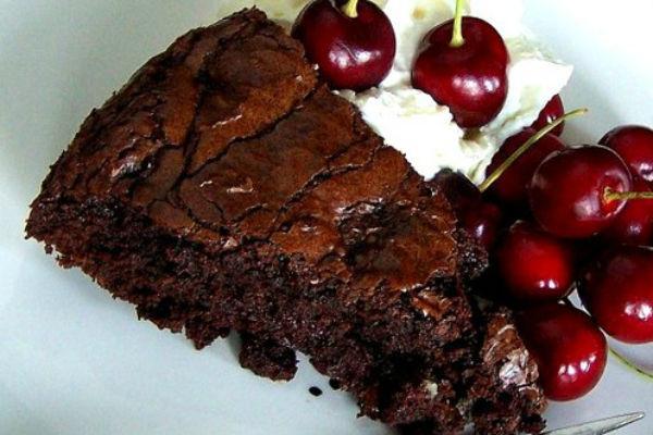 Шоколадный торт с вишней 4