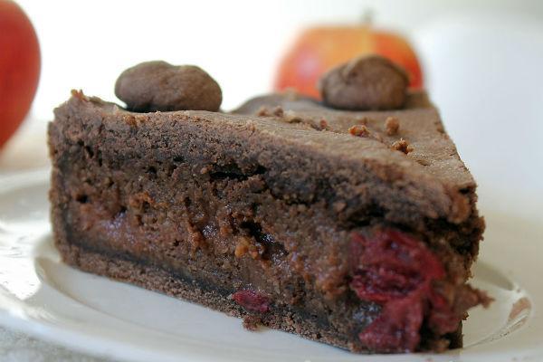 Шоколадный торт с вишней 3