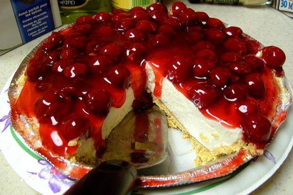 Чизкейк с ягодами вишни