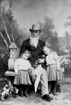 Знаменитые кондитеры России - Абрикосов Алексей Иванович с детьми.