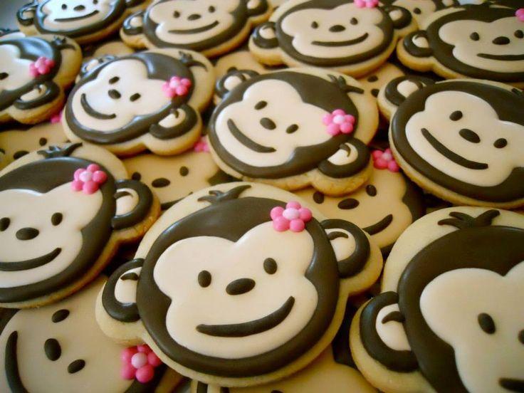 Фигурные печенья в виде обезьянок.