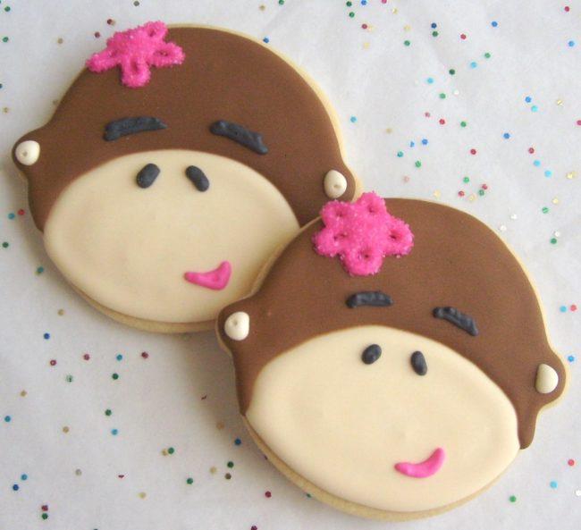Печенье в виде влюбленных обезьянок.
