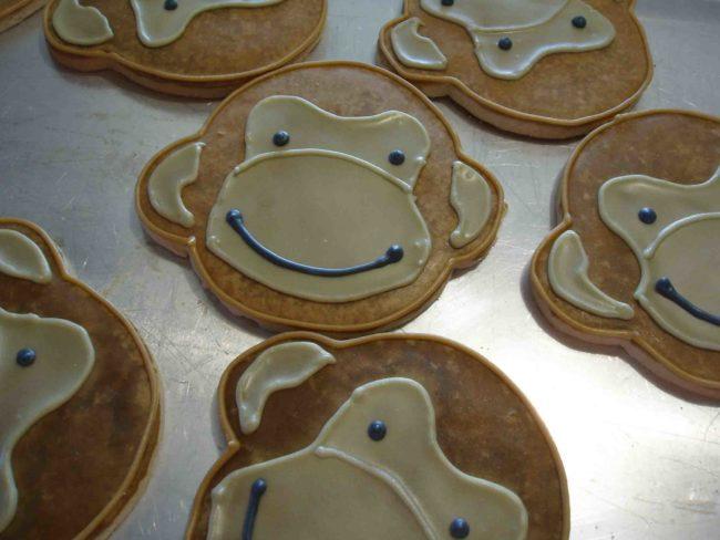 Новогоднее фигурное печенья - Обезьянки.
