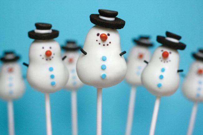 Съедобные снеговики быстро скушают детки.