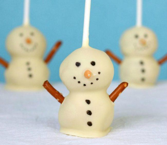 Снеговики на палочке.