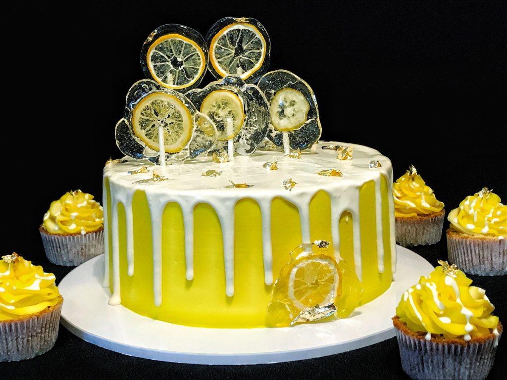 Идеи декора из изомальта для торта - леденцы - фото