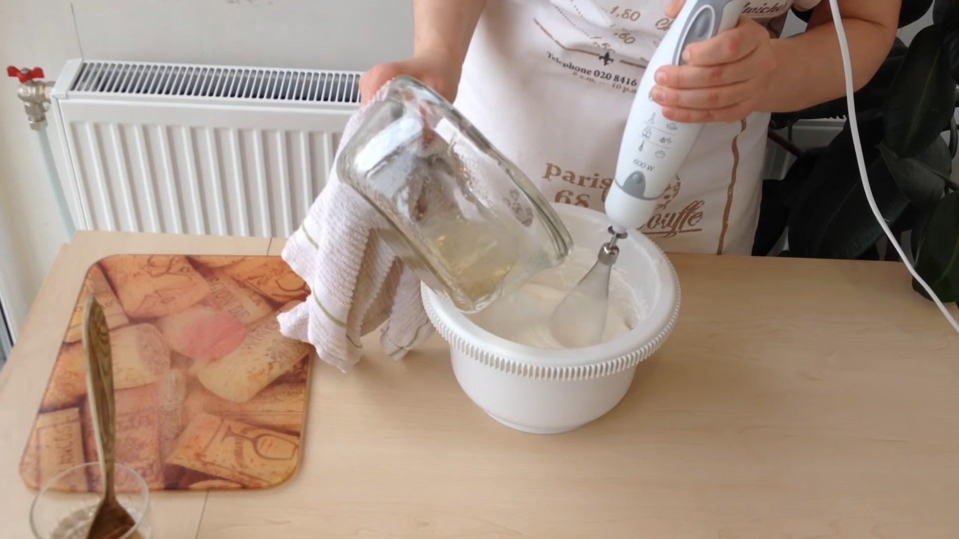 Рецепт - Белковый крем для торта - шаг 6