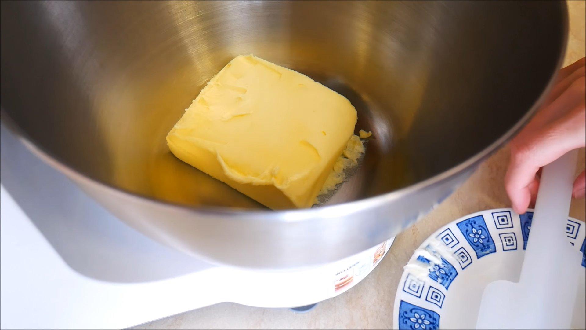 Рецепт - Крем со сгущенкой и сливочным маслом для «Наполеона» - шаг 2
